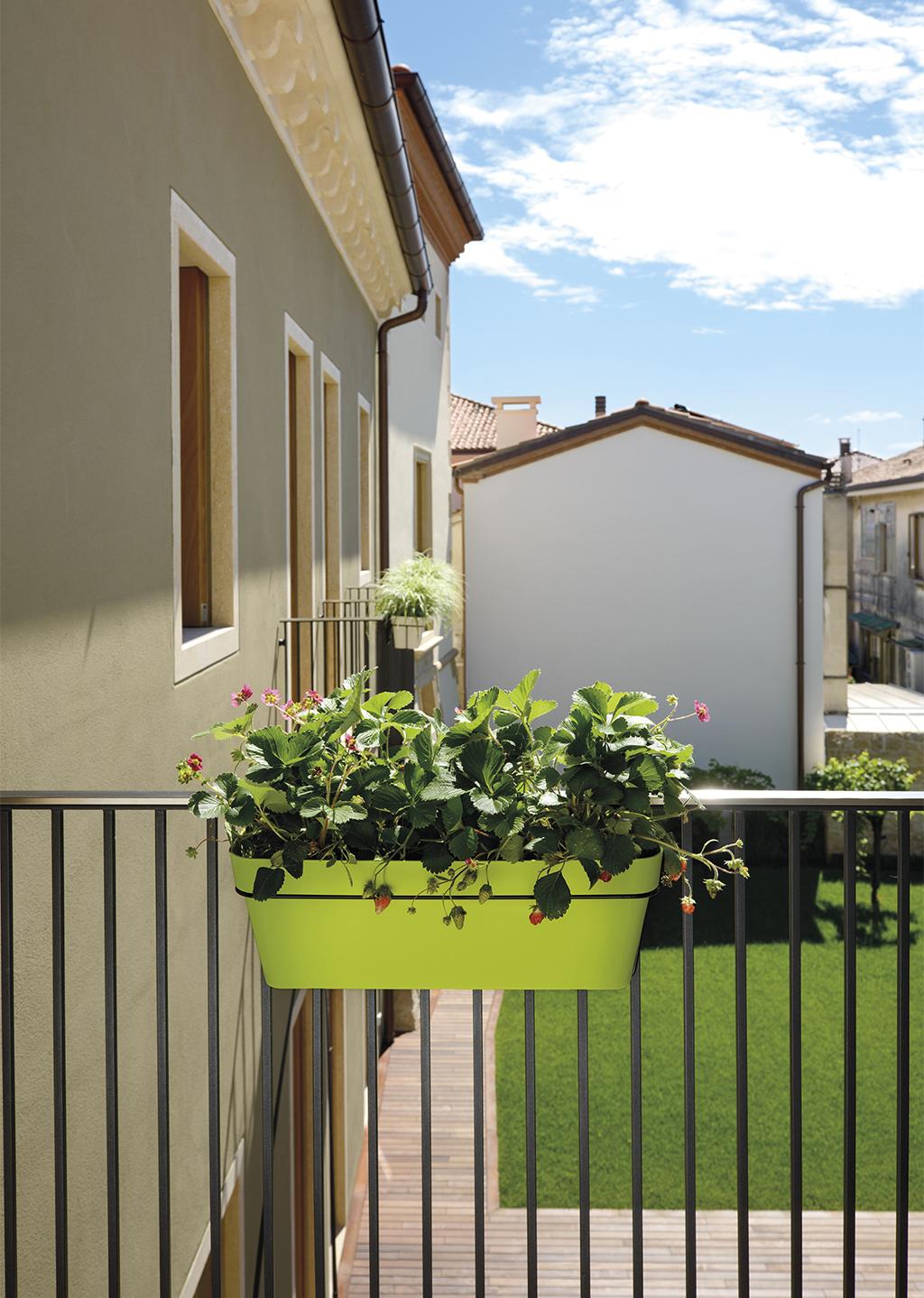 nouveaut chez euro3plast d couvrez la jardini re mitu pac euro3plast la jardini re se pare. Black Bedroom Furniture Sets. Home Design Ideas